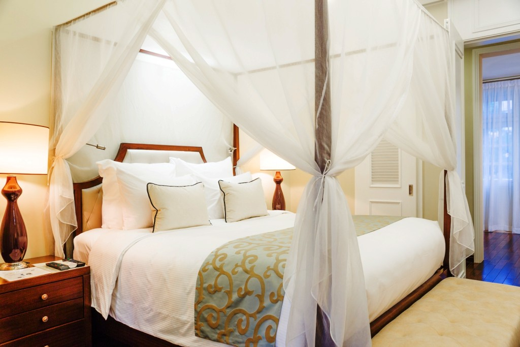 Art Suite - Luxury Room for couple with four poster bed