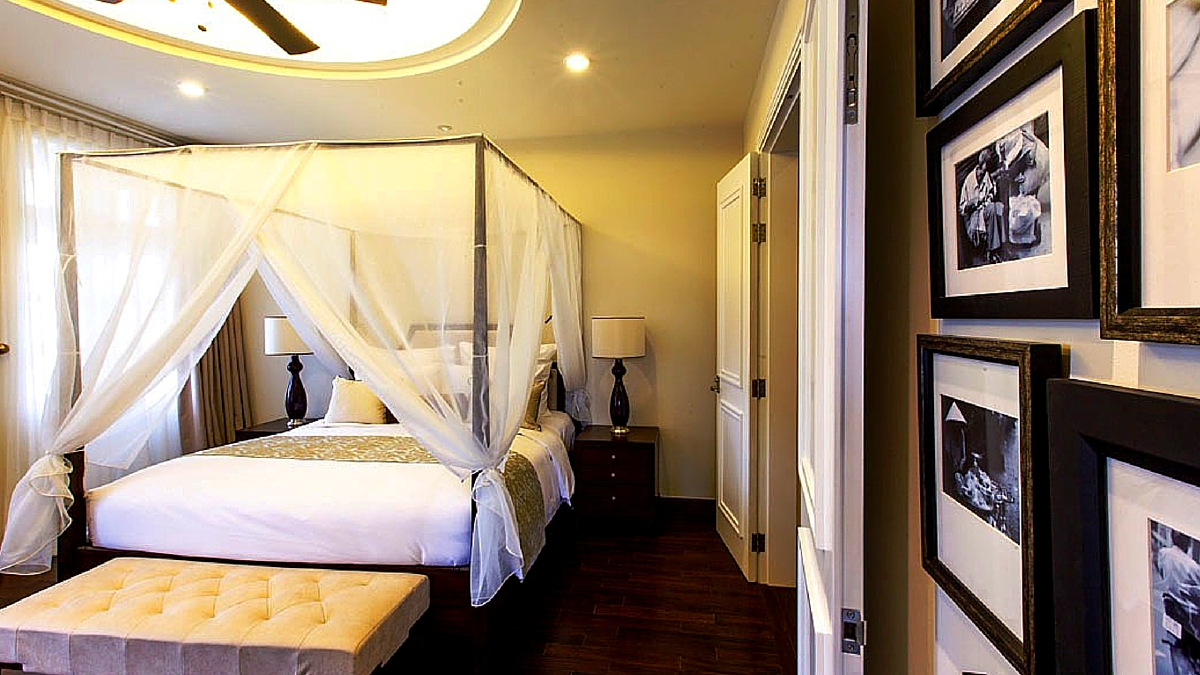 Luxury Hotel Room with four poster bed