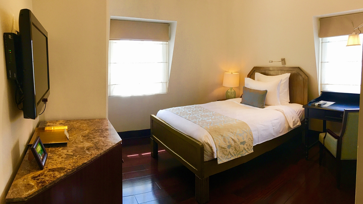 Luxury hotel suite with balcony, riverview | Villa Song ...