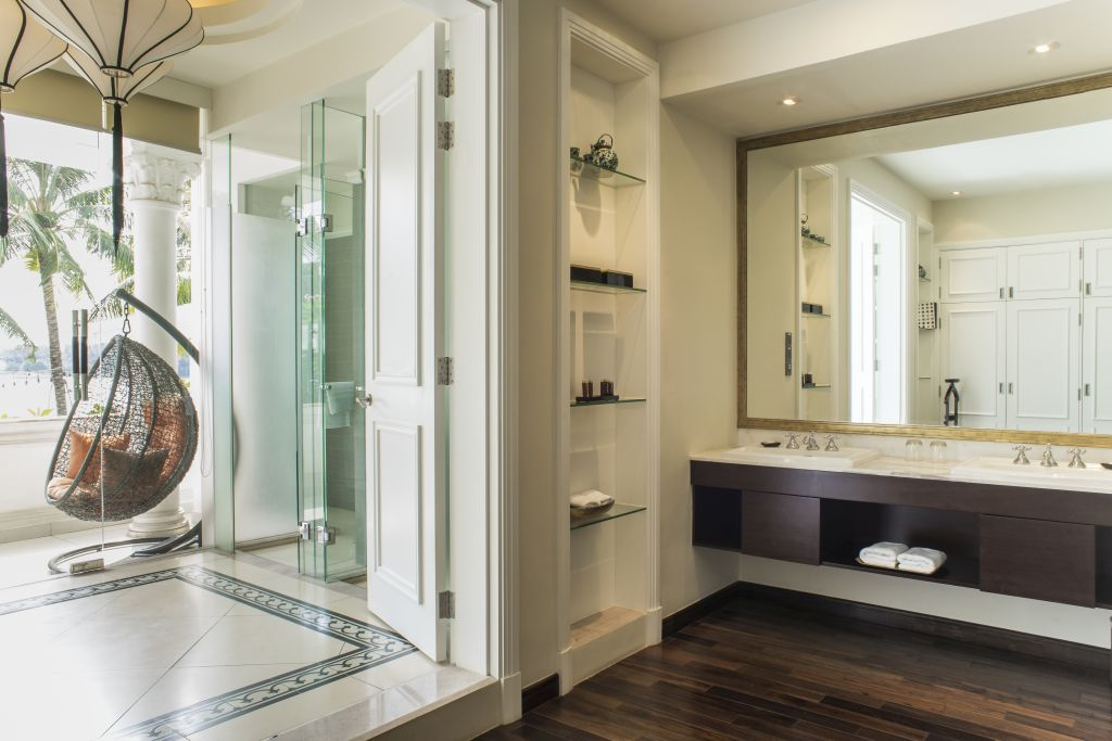 Luxury suite with Luxury Hotel Bathroom