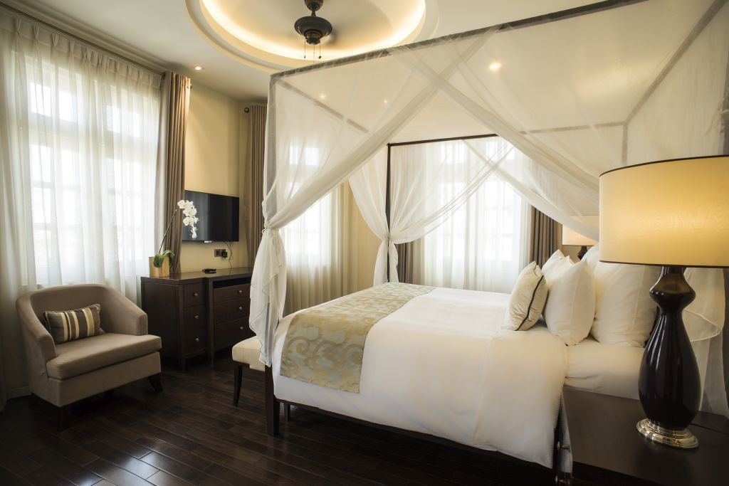 Villa Suite - Luxury Hotel Suite with King-sized bed